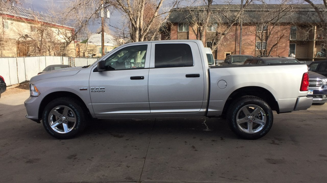 2018 Ram 1500 Crew Cab 4x4, Pickup #15375 - photo 4