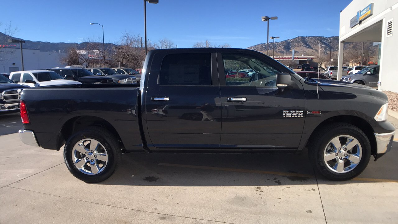 2017 Ram 1500 Crew Cab 4x4, Pickup #15379 - photo 8