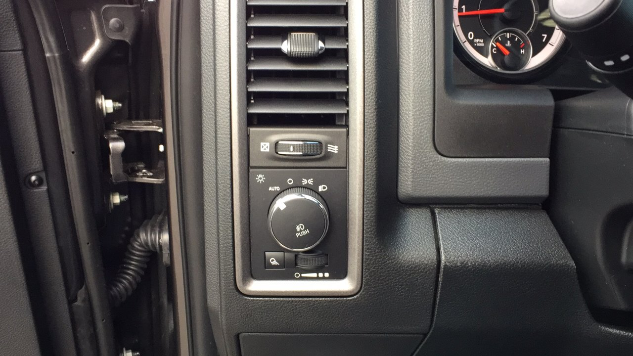 2018 Ram 1500 Crew Cab 4x4, Pickup #15380 - photo 21