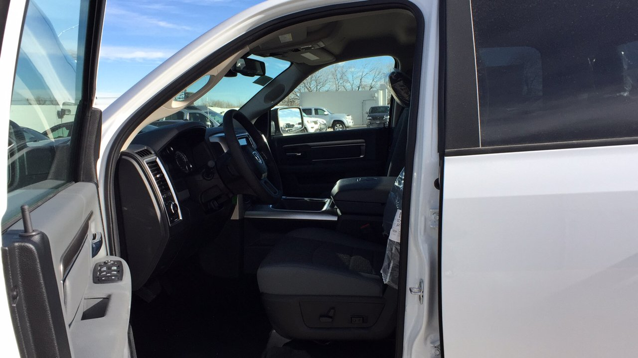 2017 Ram 1500 Crew Cab 4x4,  Pickup #15384 - photo 13