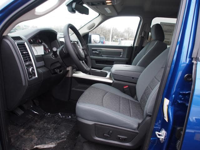 2018 Ram 1500 Crew Cab 4x4 Pickup #135611 - photo 5