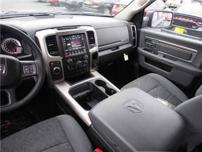 2018 Ram 1500 Crew Cab 4x4 Pickup #135611 - photo 9