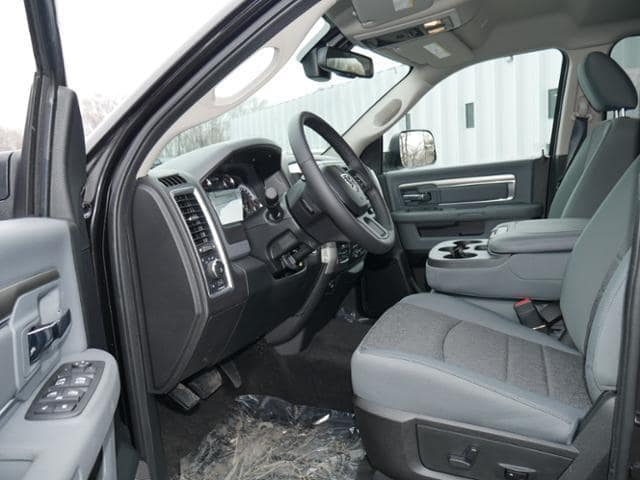 2018 Ram 1500 Crew Cab 4x4, Pickup #156306 - photo 7
