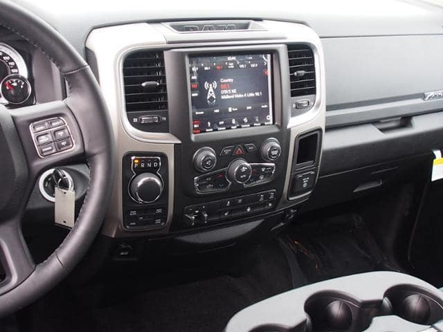 2018 Ram 1500 Crew Cab 4x4 Pickup #163268 - photo 9