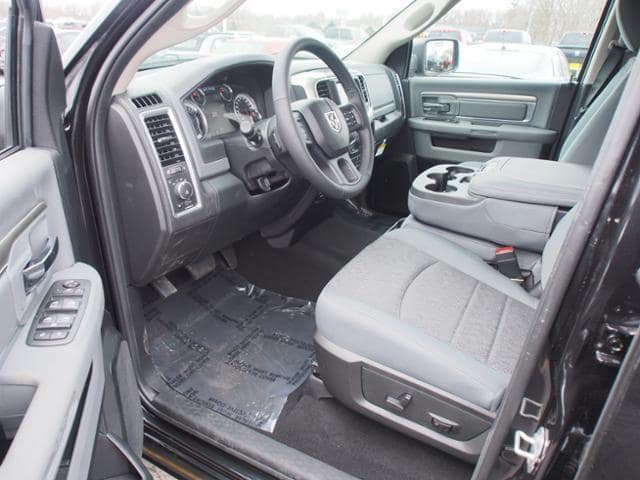 2018 Ram 1500 Crew Cab 4x4, Pickup #258354 - photo 6