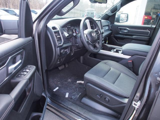 2019 Ram 1500 Crew Cab 4x4, Pickup #539393 - photo 7