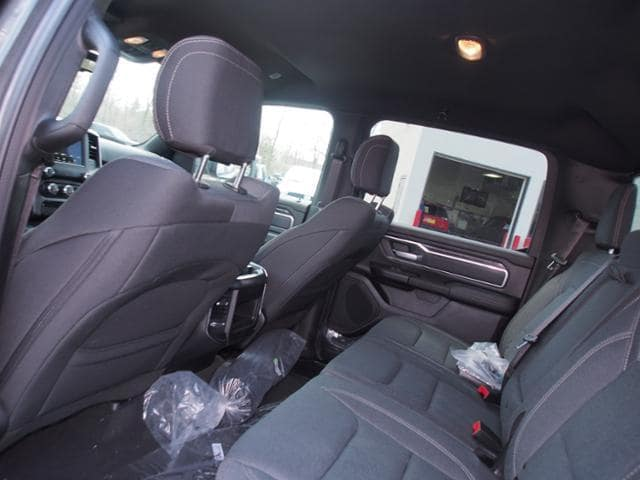 2019 Ram 1500 Crew Cab 4x4, Pickup #539393 - photo 8