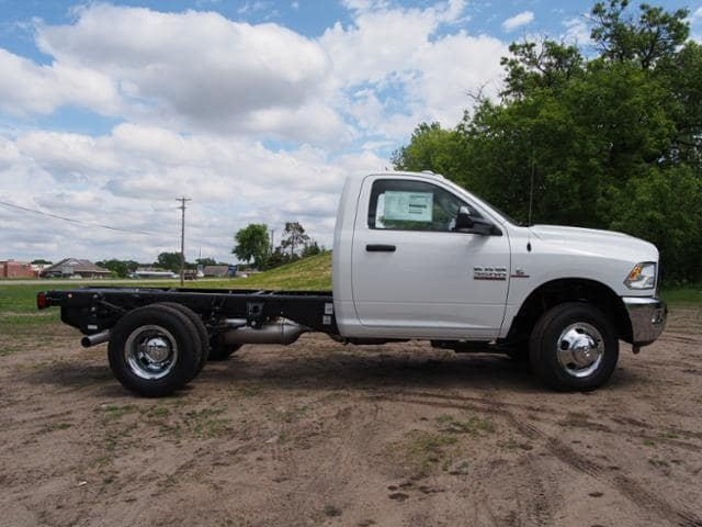 2017 Ram 3500 Regular Cab DRW 4x4 Cab Chassis #678112 - photo 3