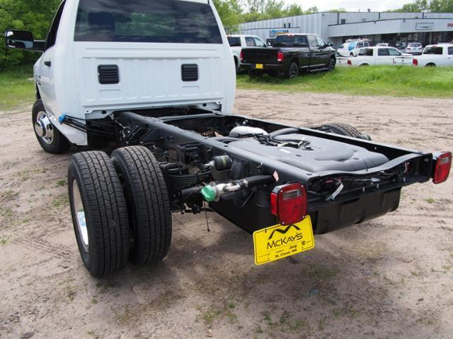 2017 Ram 3500 Regular Cab DRW 4x4 Cab Chassis #678112 - photo 4