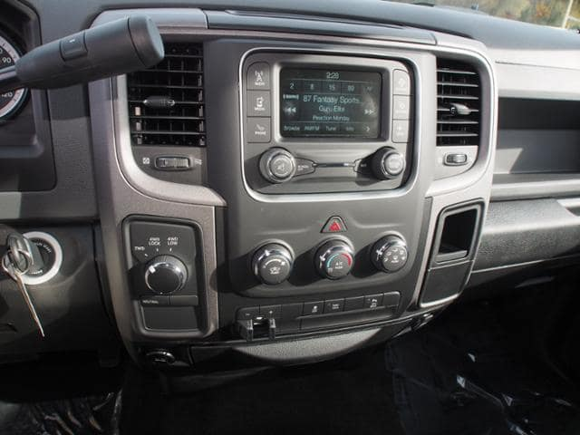 2017 Ram 3500 Crew Cab 4x4 Pickup #775716 - photo 9