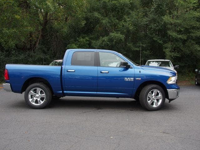 2017 Ram 1500 Crew Cab 4x4 Pickup #784890 - photo 3
