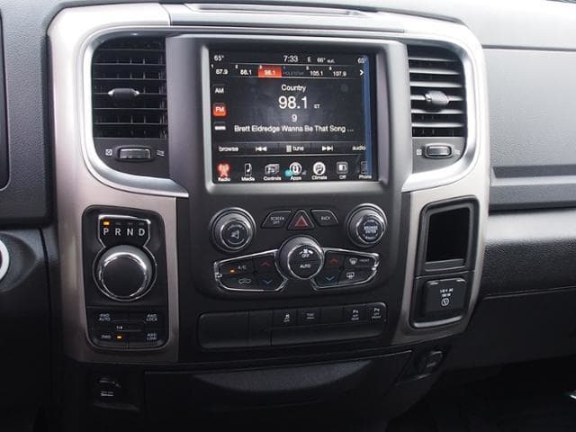 2017 Ram 1500 Crew Cab 4x4 Pickup #869076 - photo 9