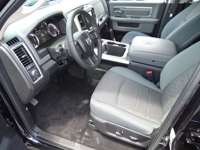 2017 Ram 1500 Crew Cab 4x4, Pickup #591281 - photo 8