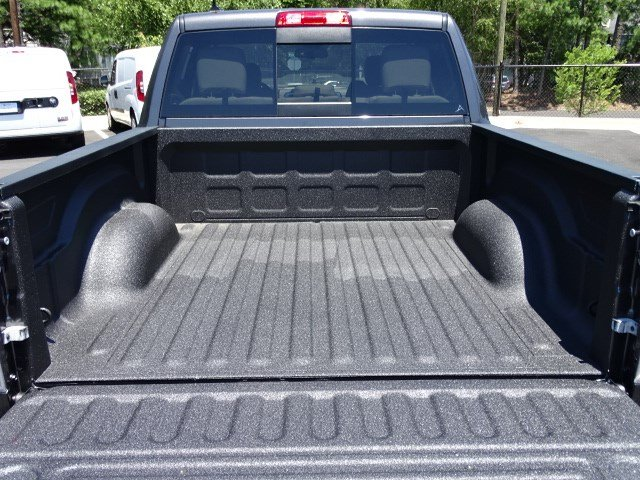 2017 Ram 1500 Crew Cab 4x4, Pickup #591633 - photo 13