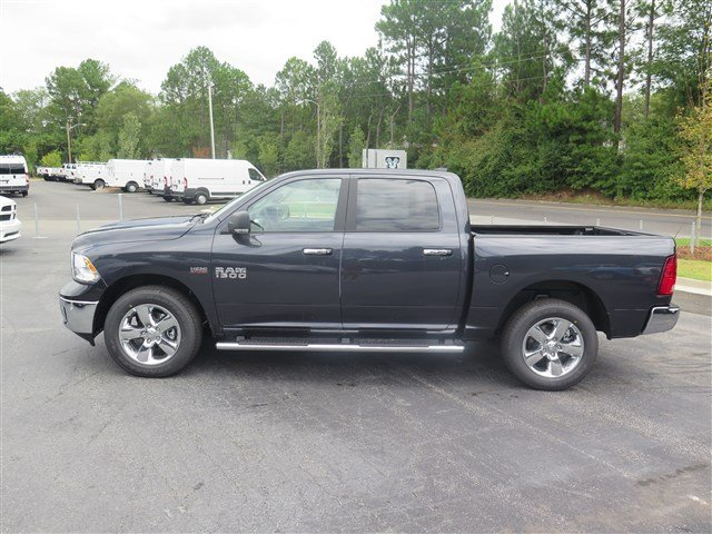 2017 Ram 1500 Crew Cab 4x4 Pickup #591716 - photo 4