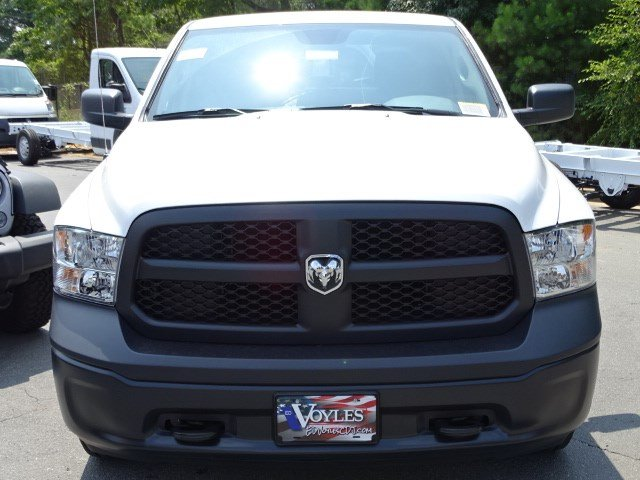 2017 Ram 1500 Crew Cab 4x4 Pickup #592203 - photo 3