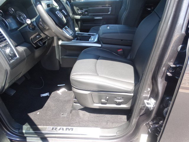 2017 Ram 1500 Crew Cab 4x4 Pickup #592333 - photo 8