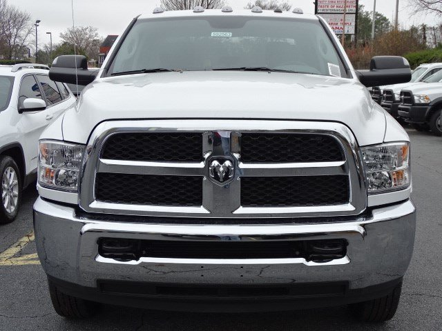 2018 Ram 3500 Crew Cab DRW, Cab Chassis #592563 - photo 3