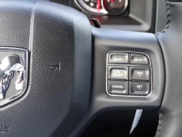 2018 Ram 1500 Crew Cab 4x4, Pickup #593160 - photo 16