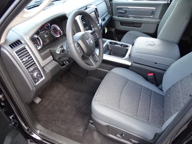 2018 Ram 1500 Crew Cab 4x4, Pickup #593160 - photo 7