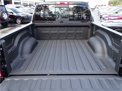 2018 Ram 1500 Crew Cab 4x4, Pickup #593160 - photo 12