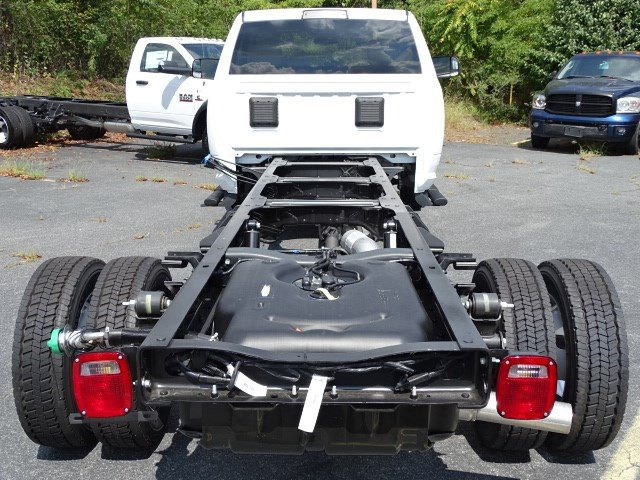 2018 Ram 5500 Regular Cab DRW 4x2,  Cab Chassis #595967 - photo 5