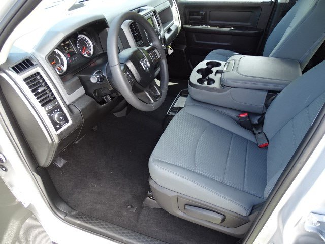 2019 Ram 1500 Crew Cab 4x2,  Pickup #596134 - photo 6