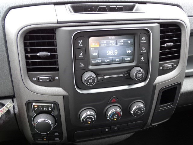 2019 Ram 1500 Crew Cab 4x4,  Pickup #596186 - photo 18