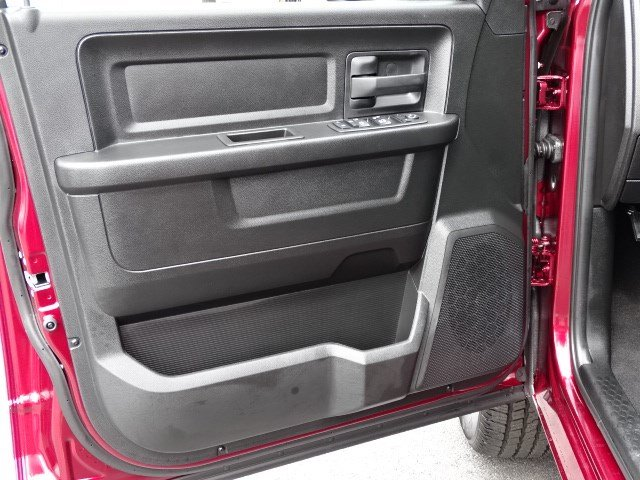 2019 Ram 1500 Crew Cab 4x4,  Pickup #596186 - photo 8