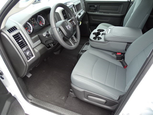 2019 Ram 1500 Crew Cab 4x2,  Pickup #596209 - photo 6