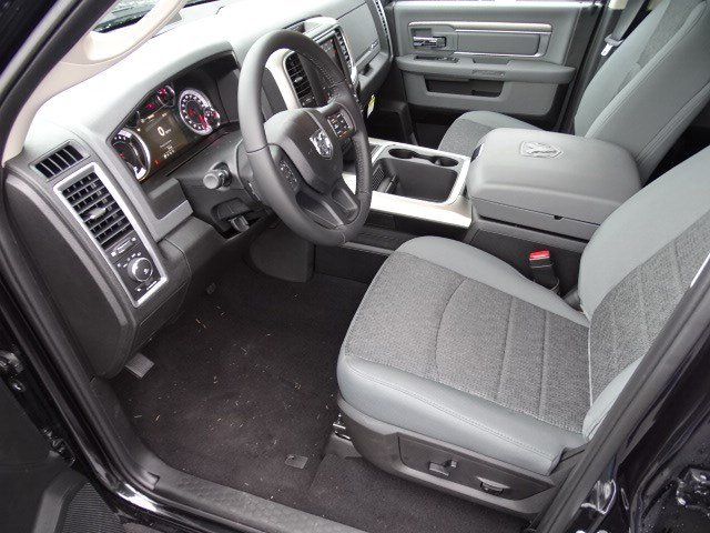 2019 Ram 1500 Crew Cab 4x2,  Pickup #596569 - photo 7