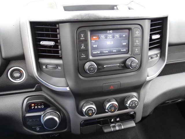 2019 Ram 1500 Crew Cab 4x2,  Pickup #596684 - photo 17