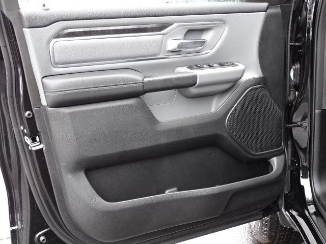 2019 Ram 1500 Crew Cab 4x2,  Pickup #597117 - photo 8