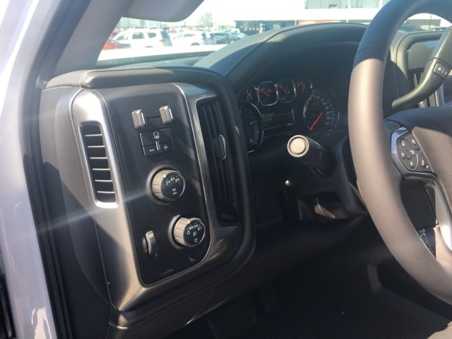 2018 Silverado 2500 Crew Cab 4x4, Pickup #B18100734 - photo 4