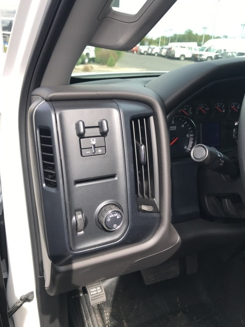 2018 Silverado 2500 Double Cab 4x4,  Reading Service Body #B18101431 - photo 10