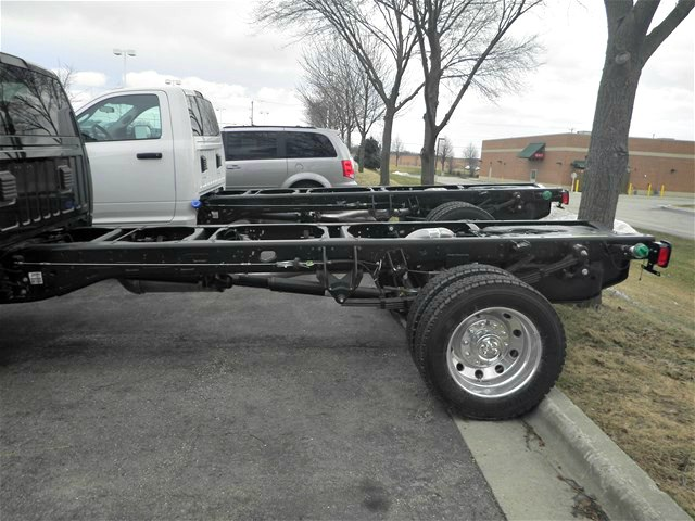 2017 Ram 4500 Regular Cab DRW 4x4,  Cab Chassis #17RL124 - photo 6