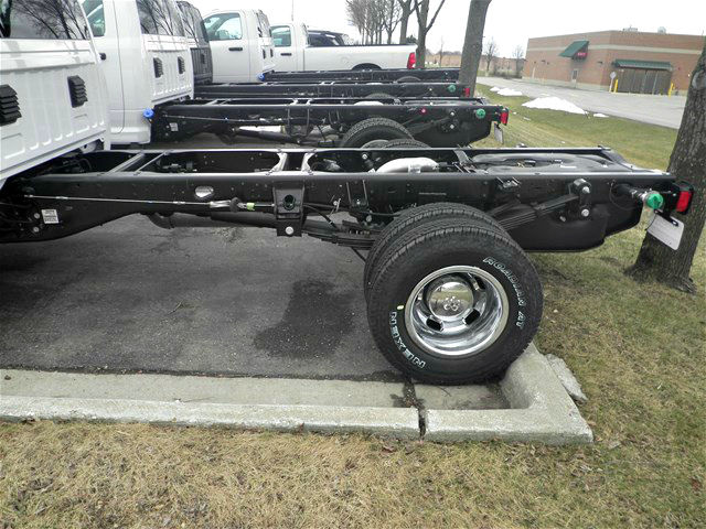 2017 Ram 3500 Regular Cab DRW 4x4,  Cab Chassis #17RL165 - photo 2