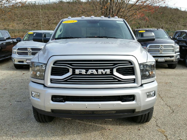 2018 Ram 3500 Crew Cab 4x4, Pickup #18RL052 - photo 4