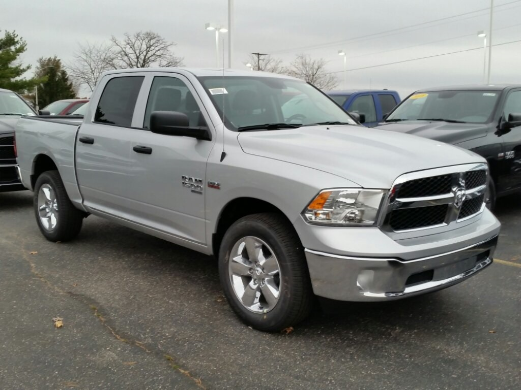 2019 Ram 1500 Crew Cab 4x4,  Pickup #19RL104 - photo 3