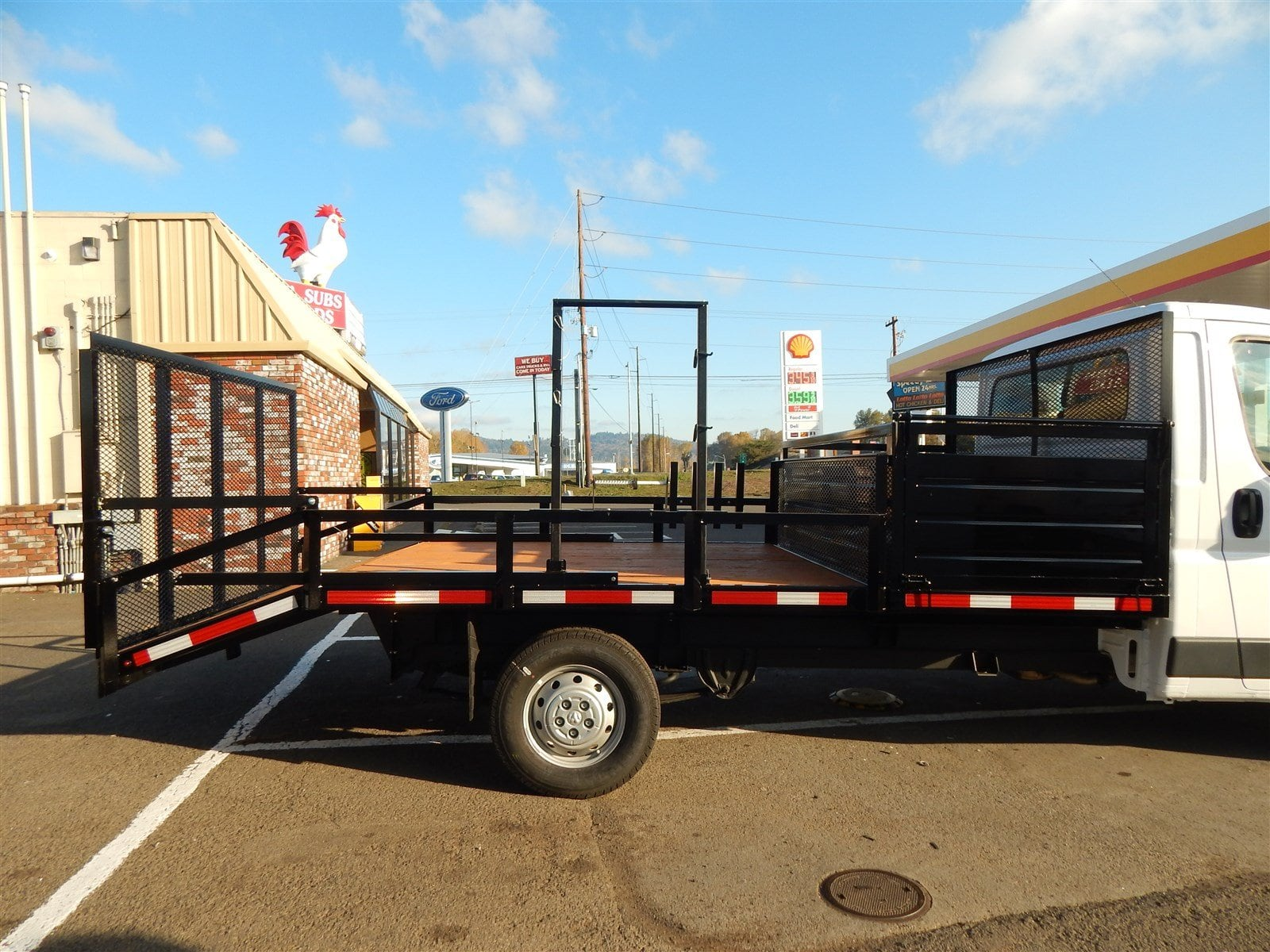 2018 ProMaster 3500 Standard Roof FWD,  RCT Custom Trailers and Welding Inc. Dovetail Landscape #R1365 - photo 4