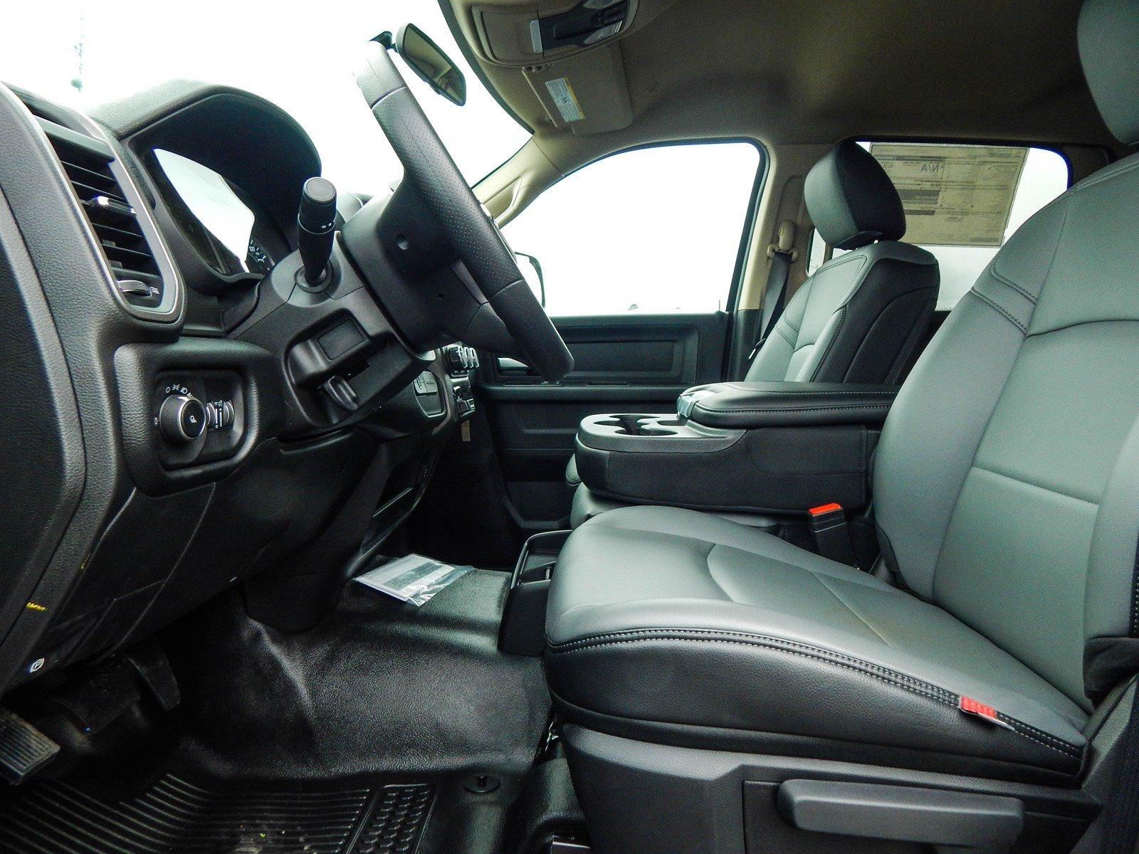 2019 Ram 3500 Crew Cab DRW 4x4, Cab Chassis #R1781 - photo 9