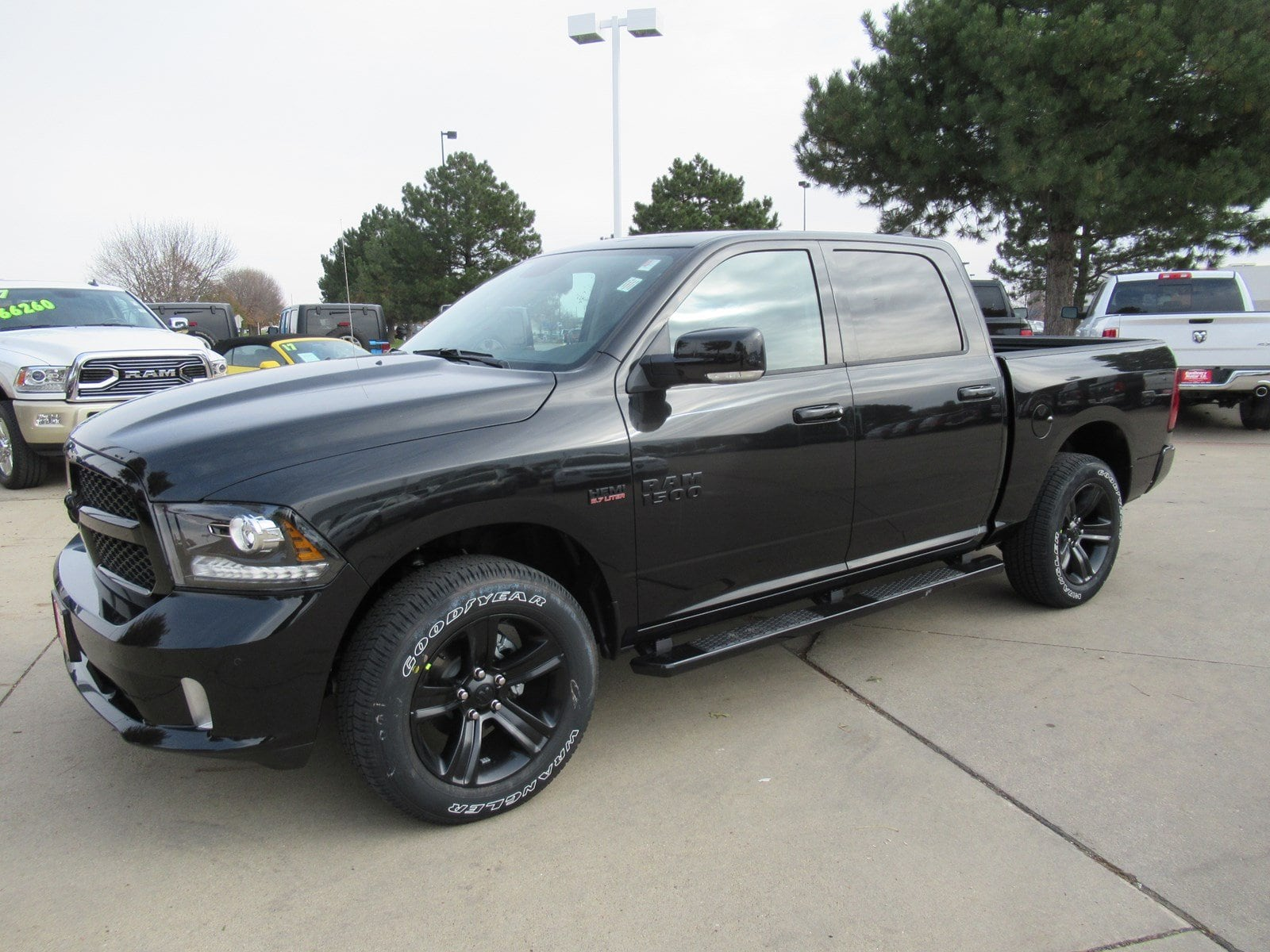 2018 Ram 1500 Crew Cab 4x4 Pickup #DT21004 - photo 4