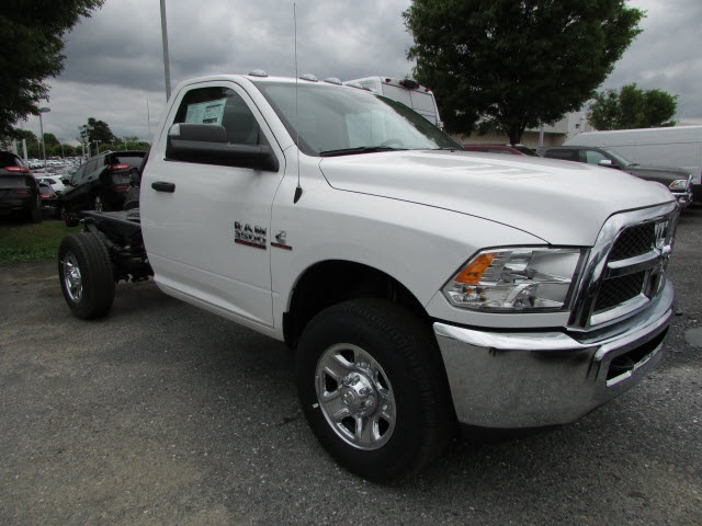 2017 Ram 3500 Regular Cab DRW 4x4, Cab Chassis #12638560 - photo 3