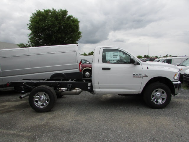 2017 Ram 3500 Regular Cab DRW 4x4, Cab Chassis #12638560 - photo 4