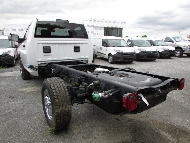 2017 Ram 3500 Regular Cab DRW 4x4, Cab Chassis #12638560 - photo 2
