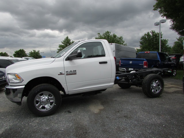 2017 Ram 3500 Regular Cab DRW 4x4, Cab Chassis #12638560 - photo 7