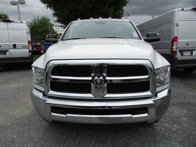 2017 Ram 3500 Regular Cab DRW 4x4, Cab Chassis #12638560 - photo 8
