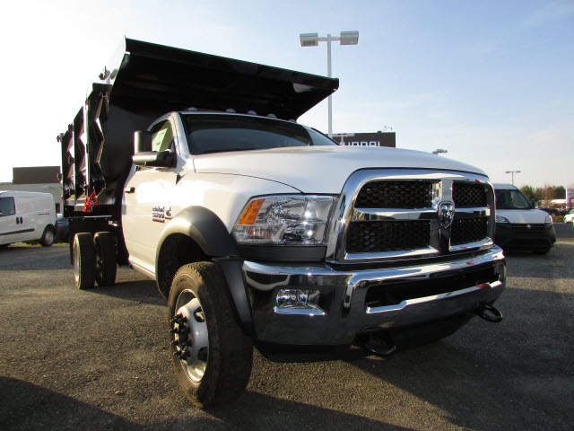 2018 Ram 5500 Regular Cab DRW 4x4, Landscape Dump #15137402 - photo 3