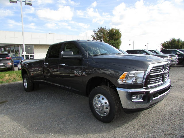 2018 Ram 3500 Crew Cab DRW 4x4, Pickup #44114146 - photo 3