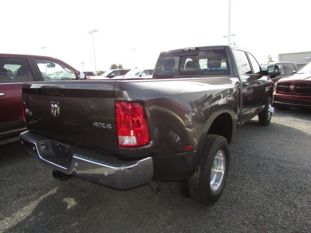 2018 Ram 3500 Crew Cab DRW 4x4, Pickup #44114146 - photo 5